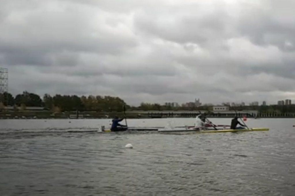Гонка на каяках на Гребном канале г. Москва